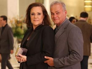 Kadu e Elizabeth comemoram mais uma parceria na TV (Foto: Carol Caminha/ Gshow)