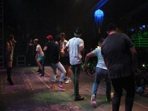 Cantora selecionou sete fãs para dançar com ela no palco (Foto: Silvio Muniz /G1)