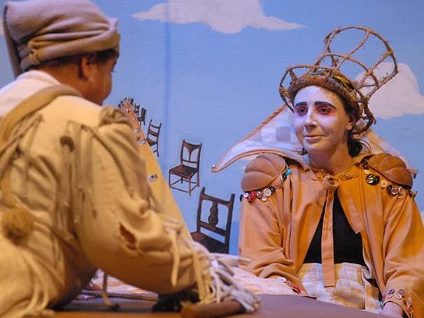 Cena de 'Alice Através do Espelho', da Cia Armazém (Foto: Divulgação)