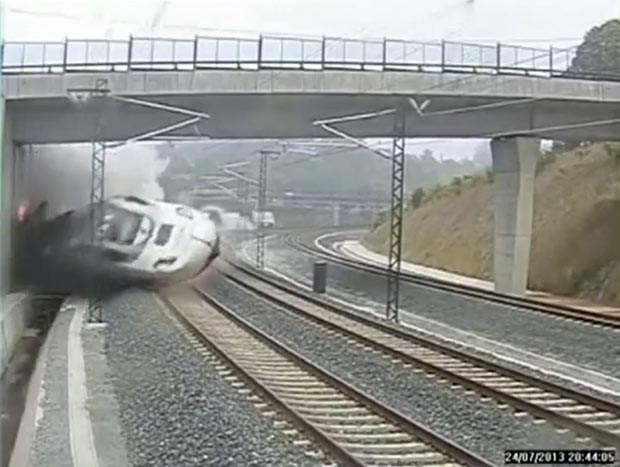 Reprodução do vídeo mostra momento do acidente ferroviário na Espanha (Foto: Reuters)