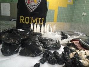 foram apreendidas 93 porções de droga e R$ 77 (Foto: Divulgação/Guarda Municipal de Sorocaba)