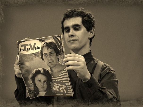 Bruno Fracchia reveza-se em dois papéis: o do homenageado e o de um aprendiz que segue os passos do ídolo (Foto: Divulgação/Carlos Oliveira)