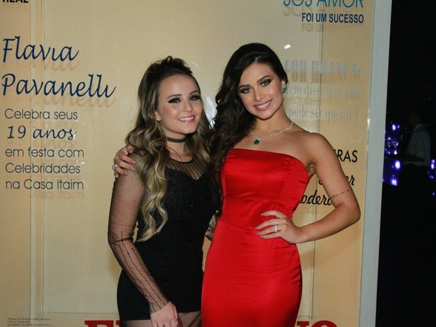 Larissa Manoela e Flávia Pavanelli em festa em São Paulo (Foto: Amauri Nehn/ Brazil News)