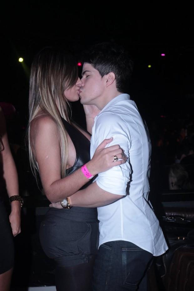 Andressa Urach e Raffael Machado (Foto: Leo Franco/Ag News)