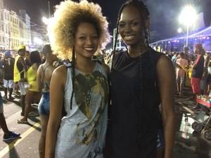 Para Ariana, à direita, a Bahia tem a essência da mistura de ritmos (Foto: Maiana Belo/G1 Bahia)