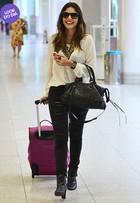 Look do dia: Giovanna Lancellotti usa modelito estiloso em aeroporto no Rio