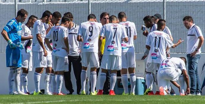 Ponte Preta treino Moisés Lucarelli (Foto: Fábio Leoni / PontePress)