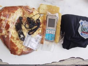 Agentes encontraram celular dentro de bolo em presídio feminino na Paraíba (Foto: Walter Paparazzo/G1)