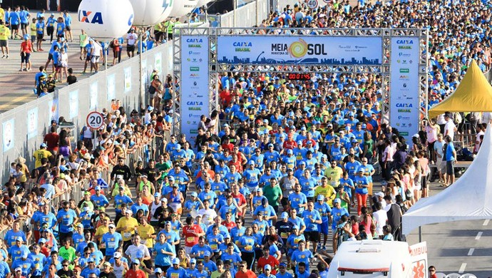 Segunda edição da Meia Maratona do Sol leva 5 mil pessoas às ruas de Natal (Foto: Augusto Ratis/Augustoratis.com.br)