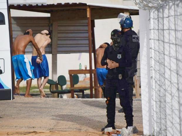 Presos dos pavilhões 1, 2 e 3 de Alcaçuz foram levados para o Pavilhão 5, como é mais conhecido o presídio Rogério Coutinho Madruga (Foto: Fred Carvalho/G1)