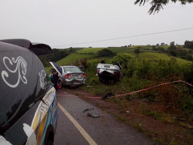 Vítimas foram atropeladas quando ajudavam a socorrer outro acidente (Foto: Fábio Lehmen/RBS TV)