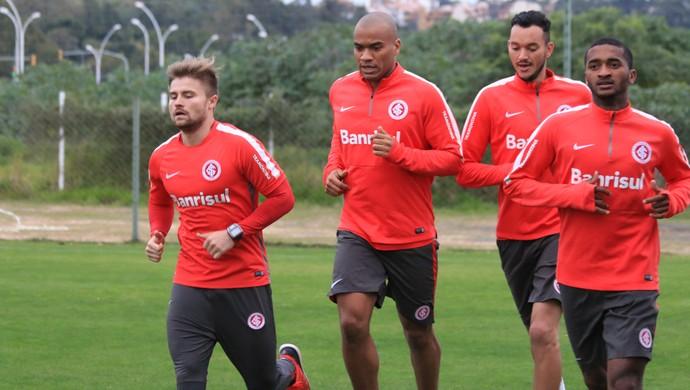 Sasha, Moledo, Rever e Artur em treino do Inter (Foto: Diego Guichard)