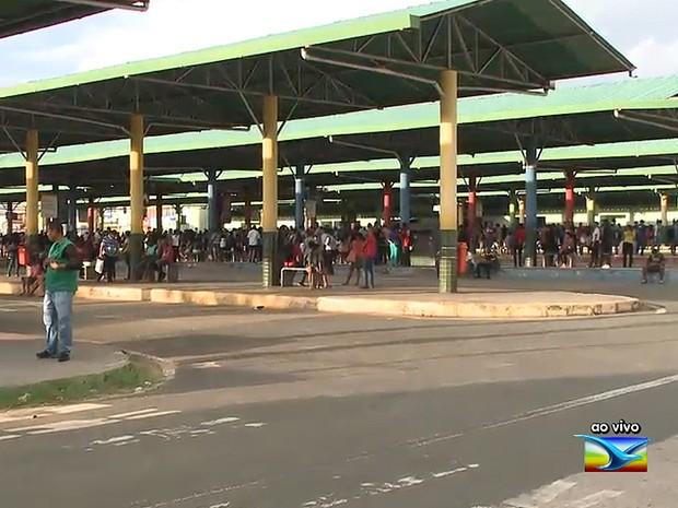 Terminais têm movimentação de passageiros, mas poucos ônibus (Foto: Reprodução / TV Mirante)