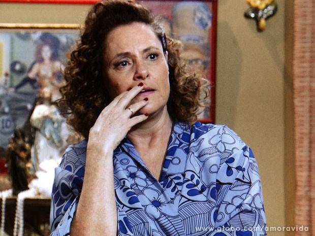 Márcia comenta que é muita desgraça para um dia só (Foto: Amor à Vida/ TV Globo)