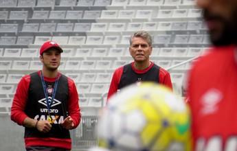 Atlético-PR faz último treino para pegar o Flamengo; Otávio prevê jogo difícil