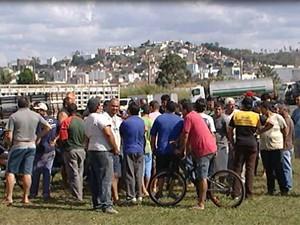 Caminhoneiros fazem manifestação na MG-050, em Itaúna, MG (Foto: Reprodução/TV Integração)