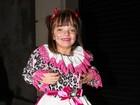 Vestida de caipira, Rafa Justus vai a festa de aniversário