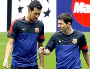Sergio Busquets e Messi no treino do Barcelona (Foto: EFE)