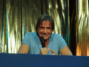 O cantor Roberto Carlos durante coletiva de imprensa realizada neste domingo (9) (Foto: Flávia Mantovani/G1)