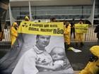 Ativistas do Greenpeace fazem manifestação em frente ao Planalto