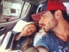 Rodrigão posta foto de Adriana dormindo e  dá 'bom dia' aos fãs