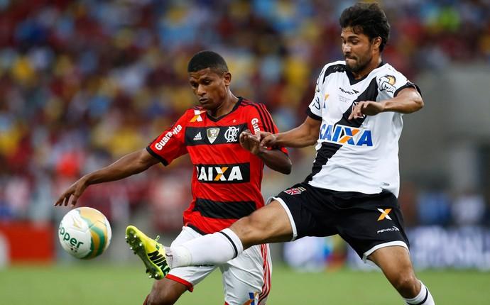 Marcio Araujo e Pedro Ken, Flamengo x Vasco (Foto: Guito Moreto/Agência O Globo)