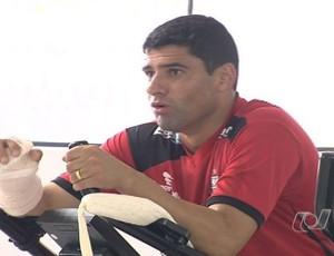William, atacante do Atlético-GO (Foto: Reprodução/TV Anhanguera)