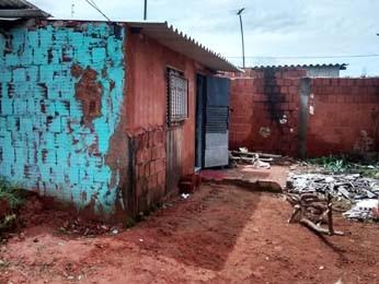 Barraco invadido por criminosos, segundo morador (Foto: Isabella Calzolari/G1)