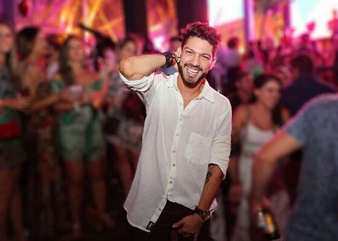 Luiz Felipe Bari, ex-BBB, curte festa no Rio (Foto: Arquivo Pessoal)