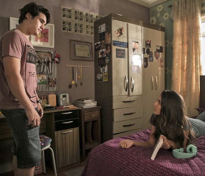 Rodrigo tira satisfação com Luciana (Foto: Inácio Moraes/Gshow)