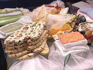 Material feito pelas detentas em Tremembé (SP) é vendido (Foto: Reprodução/TV Vanguarda)