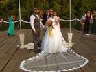 Para economizar, noivos se casam em parque público de Goiânia