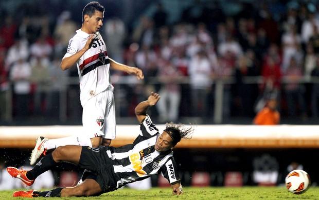 Ganso Ronaldinho Gaúcho jogo São Paulo Atlético-MG (Foto: Reuters)