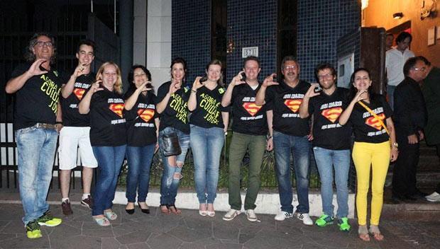 Integrantes da Associação Ahh Muleke e promotoras do Ministério Público durante ação na casa noturna em novembro deste ano (Foto: Felipe Truda/G1)