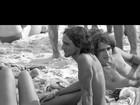 Caetano posta imagem dos anos 1970 após polêmica com foto de cueca