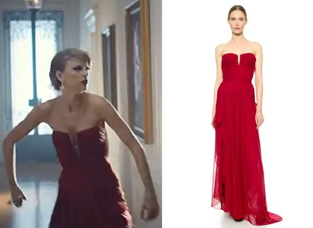 Sabe aqueles vestidos dos sonhos, que vemos nas passarelas dos maiores estilistas do mundo e nos tapetes vermelhos? Pois , Taylor usa vrios deles em menos de cinco minutos de vdeo. Um dos mais deslumbrantes  este tomara-que-caia vermelho de J. Mendel.  (Foto: Reproduo / Getty Images)