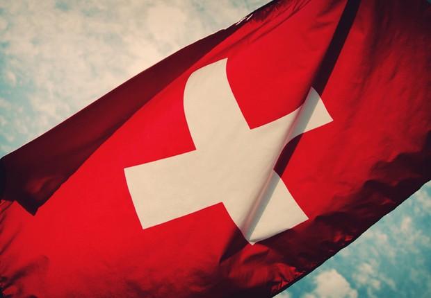 Bandeira da Suíça ; economia da Suíça ; bancos suíços ;  (Foto: Reprodução/YouTube)