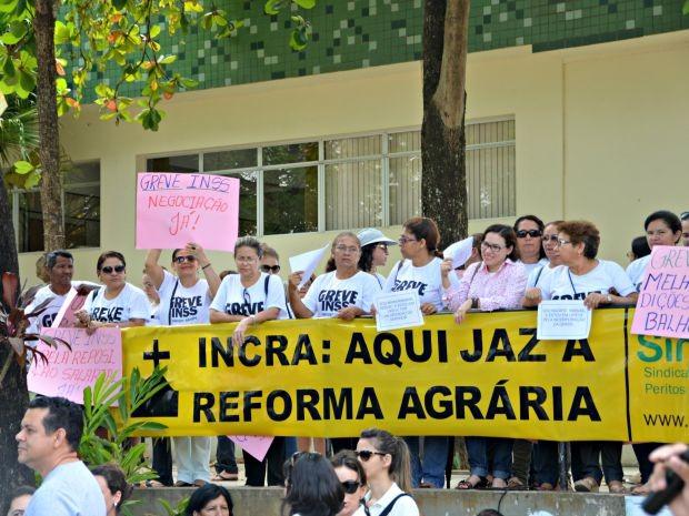 Representantes dos funcionários do Incra reclamavam dos investimentos no serviço do órgão (Foto: Caio Fulgêncio/G1)