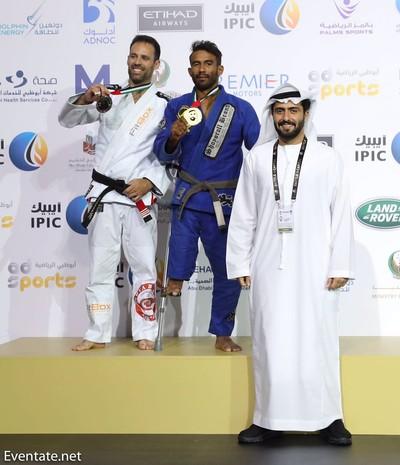 No lugar mais alto do pódio no Abu Dhabi World Championship 2017 (Foto: Imagem/Divulgação)