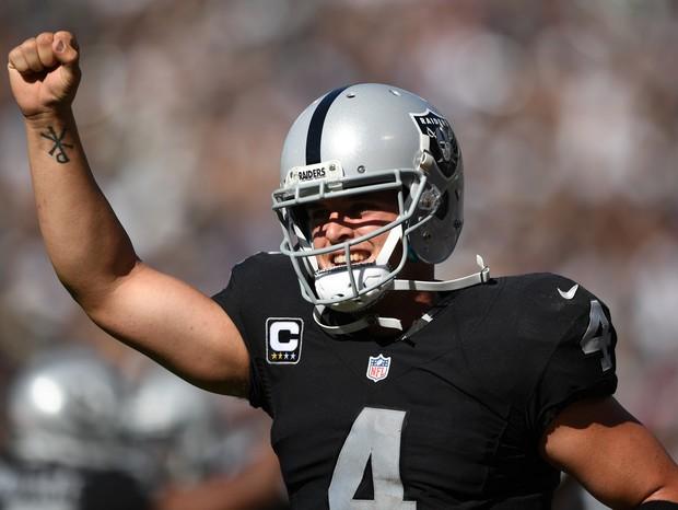 Derek Carr, o jogador mais rico da NFL (Foto: Getty Images/ Thearon W. Henderson)