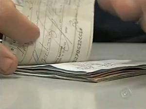 Em 2013, Associação Coemrcial registrou a devolução de 219 cheques (Foto: Reprodução / TV TEM)