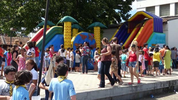 Os brinquedos infláveis foram disputados pelas crianças (Foto: Divulgação/RPC)