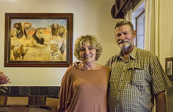 Anna e Willie de Graaff, apaixonados pelos grandes mamíferos africanos, resolveram criar uma reserva para proteger os carnívoros caçados pelos fazendeiros vizinhos (Foto: © Haroldo Castro/ÉPOCA)