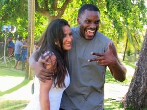 Scheila Carvalho e Jacaré se reencontram nos bastidores do Estrelas (Foto: Nathália Gomes / Gshow)