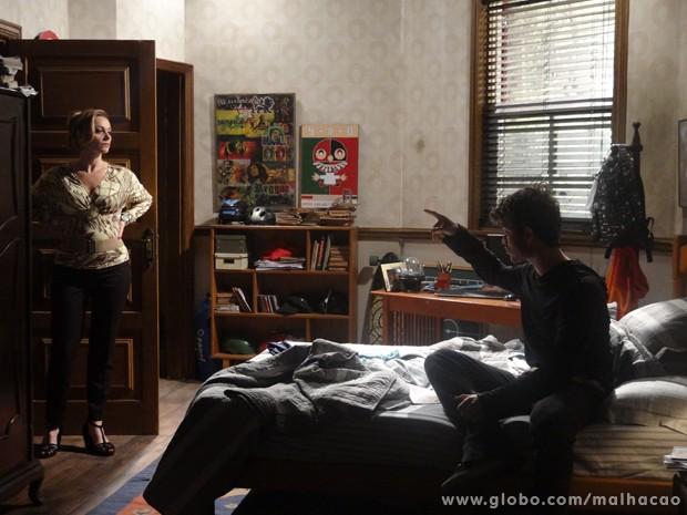 Outro sem noção! Sidney fala mal de Zelândia pra mãe! (Foto: Malhação/TV Globo)