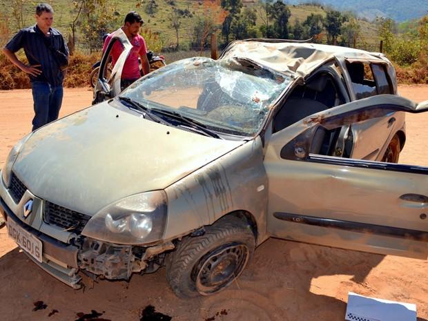 Mãe e filha ficam feridas após acidente em Itajubá (Foto: Luciano Lopes)
