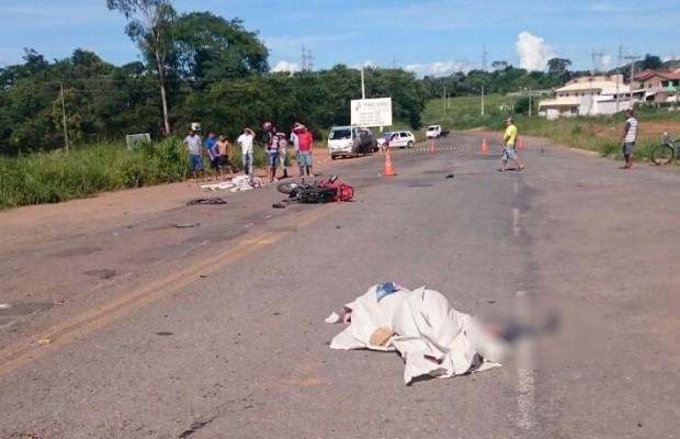 Acidente entre moto e caminhonete deixa casal morto na GO-010 em Goiás (Foto: Divulgação/PRE)