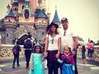 Paula Morais posta foto de viagem à Disney com Ronaldo e enteadas