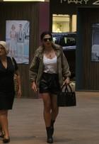Juliana Paes vai a shopping no Rio com bolsa de grife de R$ 5 mil