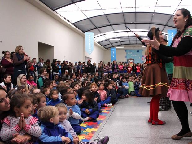 Primeira edição do festival levou contadores a escolas  (Foto: Divulgação/Fundação Cultural)